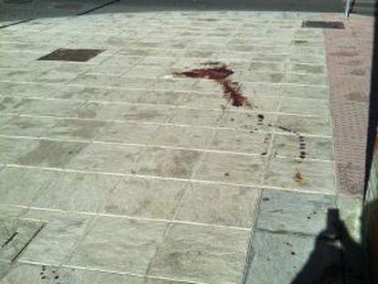 En el lugar del crimen hay restos de sangre del herido.
