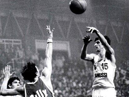 Mirza Delibasic, en un partido de la Copa de Europa con el Madrid en la temporada 1982-83 ante el Olimpia Milán