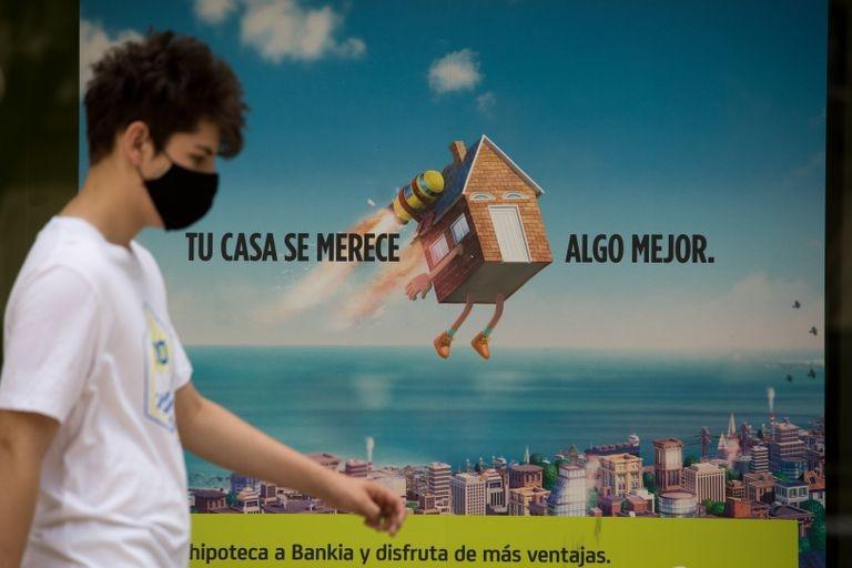 Escaparate de una sucursal que anuncia hipotecas en Madrid.