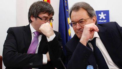 Carles Puigdemont y Artur Mas en la reunión del PDCAT el pasado lunes.