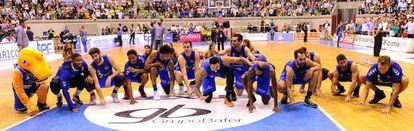El 'ritual de la victoria' de los jugadores del San Pablo Burgos