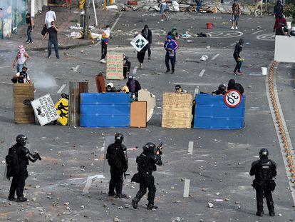 Enfrentamientos entre la policía y manifestantes en Cali, Colombia, el pasado lunes.