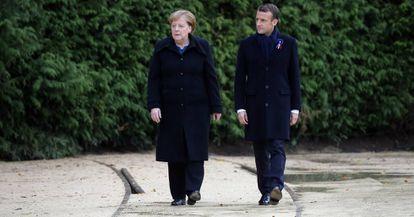 El presidente francés, Emmanuel Macron, y la canciller alemana, Angela Merkel, en el centenario del fin de la Primera Guerra Mundial.
