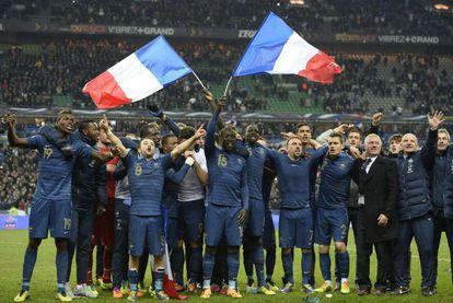 Los jugadores de la selección francesa celebran la calsificación