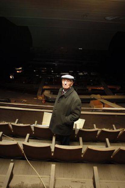 Ricardo Galve, uno de los dueños del antiguo Cine Marvi en lo que queda del gallinero.