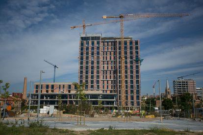 Construcción de una residencia de estudiantes y un hotel en la calle Cristóbal de Moura 39.
