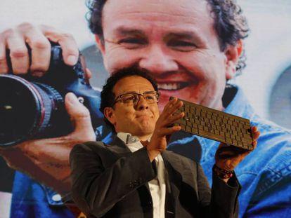 El fotógrafo Jesús Abad Colorado, durante la premiación.