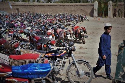 Decenas de motos en el lugar donde se celebra el homenaje.