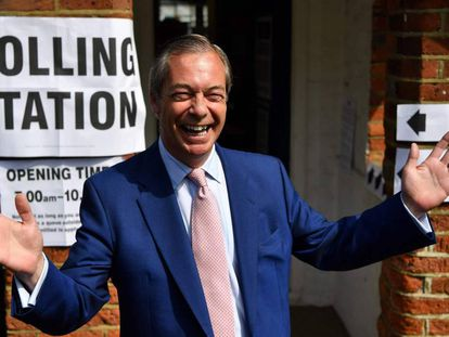 El líder del Partido del Brexit, Nigel Farage, este jueves en un centro de votación en el sureste de Inglaterra.