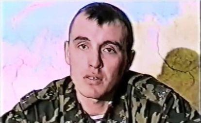 Imagen de Denís Serguéiev en 1999 tomada del documental 'The battle for Alilen'.