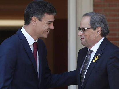 Pedro Sánchez y Quim Torra se saludan en La Moncloa, en la reunión del pasado 9 de julio.