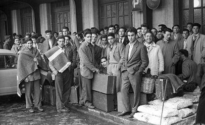 Contingente de emigrantes españoles hacia Bélgica en 1957.