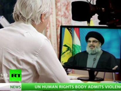 Imagen de la emisión de la entrevista de Julian Assange con Hasan Nasralá.