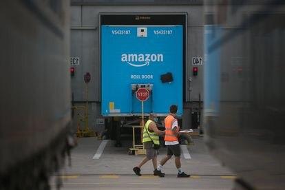 Centro logístico de Amazon ubicado cerca del aeropuerto de Barcelona.