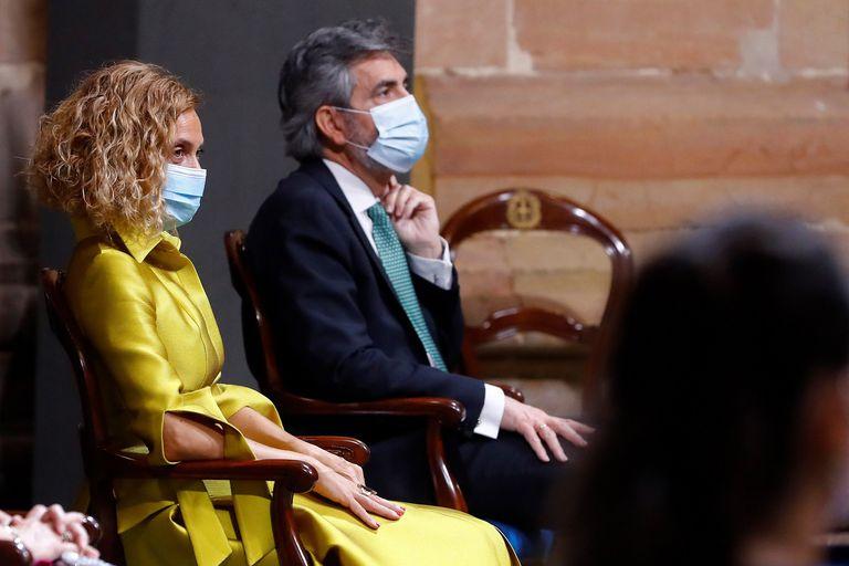 El presidente del Consejo General del Poder Judicial, Carlos Lesmes, sentado junto a la presidenta del Congreso, Meritxell Batet, durante la ceremonia de entrega de los Premios Princesa de Asturias celebrados este viernes en Oviedo.