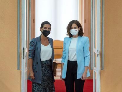 Rocío Monasterio e Isabel Díaz Ayuso, antes de reunirse el 6 de septiembre.  06/09/2021