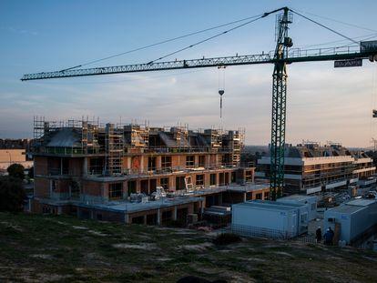 Construcción de viviendas en Boadilla del Monte (Madrid), en 2020.