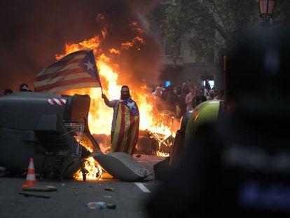 Disturbios en el centro de Barcelona, el viernes 18 de octubre.