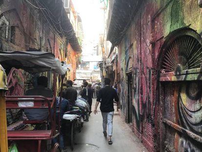 Las calles de la vieja Nueva Delhi, pintadas con grafitis.