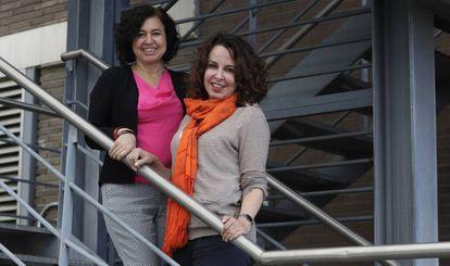 Las periodistas Mónica Almeida (izquierda) y Ana Karina López, en Madrid.