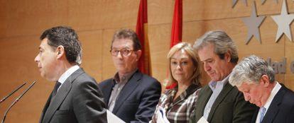 Ignacio González, en la presentación del plan con Jaime Cedrún (CC OO), Ana Isabel Mariño (Consejería de Empleo), José Ricardo Martínez (UGT) y Arturo Fernández (CEIM).