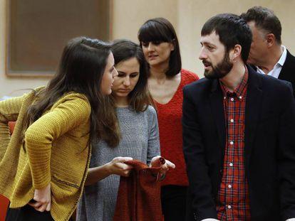 Las diputadas de Podemos Irene Montero e Ione Belarra, en primer plano, en el Congreso el pasado enero.