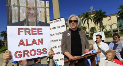 La esposa de Alan Gross en una manifestación a favor de su liberación.