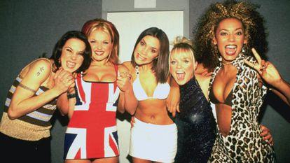 Melanie Chisholm, Gerri Halliwell, Victoria Beckham, Emma Bunton y Melanie Brown, en 1997.