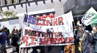 Manifestación en contra del hacinamiento de menas en el centro de Hortaleza.
