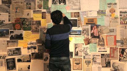 Sebastián Kohan Esquenazi, de espaldas, en un momento del documental.