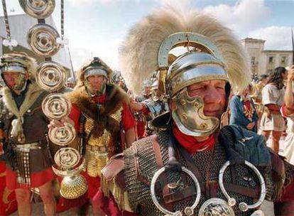 Desfile de legiones en el Camp de Marte de Tarragona, durante las Jornadas de Divulgación Histórica Romana.