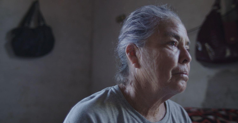 La rastreadora María Cleofas Lugo, que busca a su hijo desaparecido, en un momento del documental 'Te nombré en el silencio'.