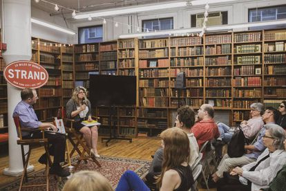 Naomi Wolf, autora de 'El mito de la belleza', en una librería de Nueva York en junio de 2019.