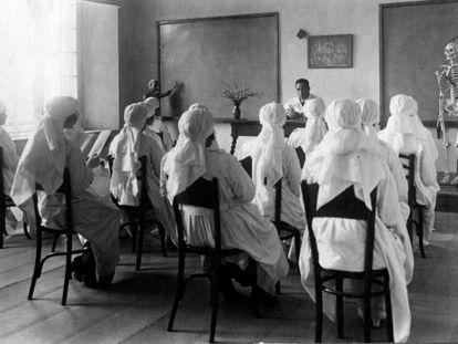 Escuela de Enfermeras de Santa Madrona, en 1921.
