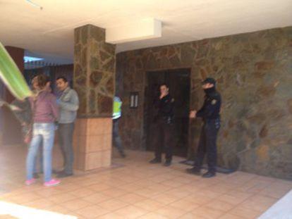 Portal del edificio donde se ha cometido el crimen.
