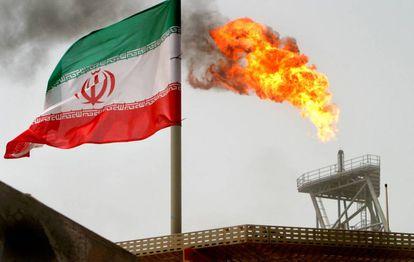 Pozo petrolífero en los campos de Soroush, en Irán.