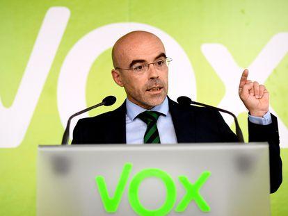 El eurodiputado de Vox Jorge Buxadé, durante una rueda de prensa.