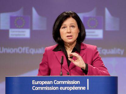 Vera Jourova, vicepresidenta de la Comisión Europea encargada de Valores y Transparencia, durante un discurso en Bruselas, el 5 de marzo.
