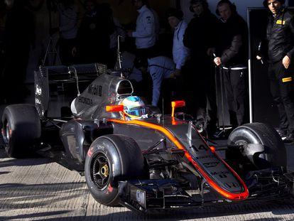Fernando Alonso, en el Circuito de Jerez con su McLaren, su nueva escudería