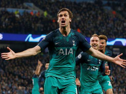 Fernando Llorente celebra un gol con la camiseta del Tottenham.
