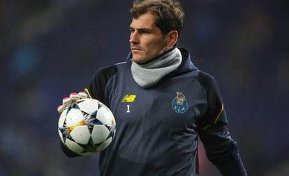 Casillas, durante un partido con el Oporto.
