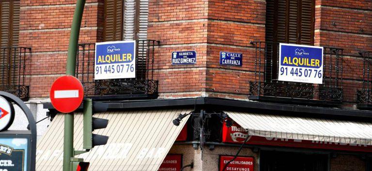 Ofertas de alquiler en un edificio de Madrid