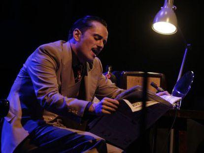Asier Etxeandía, en un momento del espectáculo 'El interpréte'.