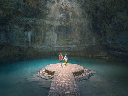 Cenote de Suytun, cerca de la ciudad de Valladolid, en la península de Yucatán (México).