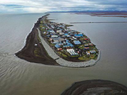 Imagen aérea de un pueblo de la región de Kivalina (Alaska), amenazado por el aumento del nivel del mar, el 10 de septiembre de 2019.
