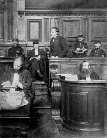 Escena del juicio contra Raoul Villain.
