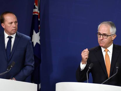 El primer ministro australiano Malcolm Turnbull y el ministro de Inmigración Peter Dutton durante una conferencia de prensa en Sidney.