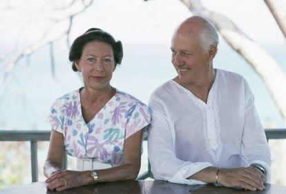 La princesa Margarita y Colin Tennant, lord Glenconner, en la isla de Mustique en febrero de 1989.