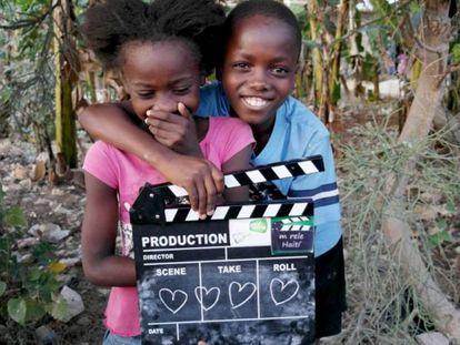 Dos de los niños que han participado en los talleres y la película colectiva 'Me llamo Haití, bienvenidos'.