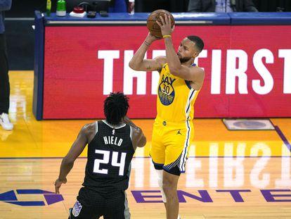 Curry, en el partido entre Golden State y Sacramento.